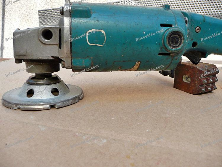 Poncer du beton avec une meuleuse