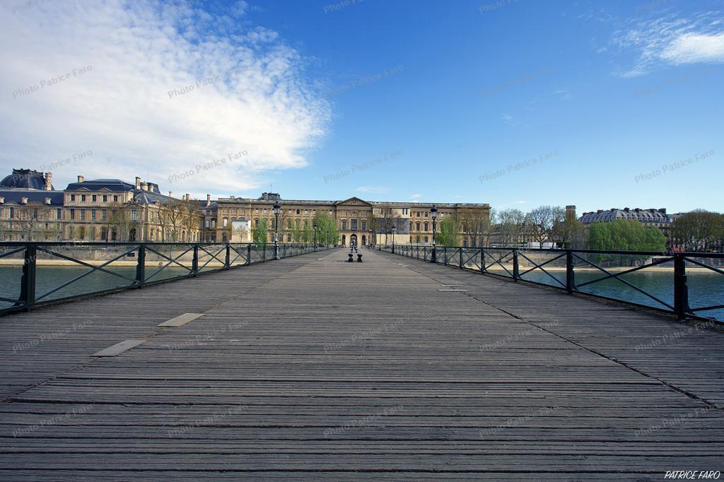 Pont des Arts Paris, en période de confinement.